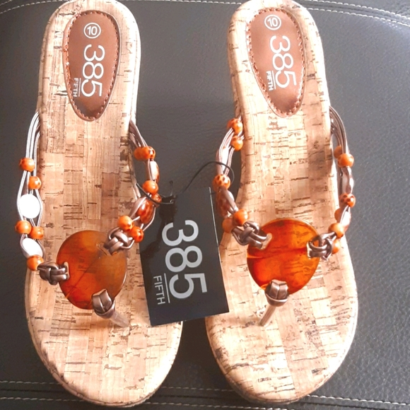 Nwt 385 sandals  wedges